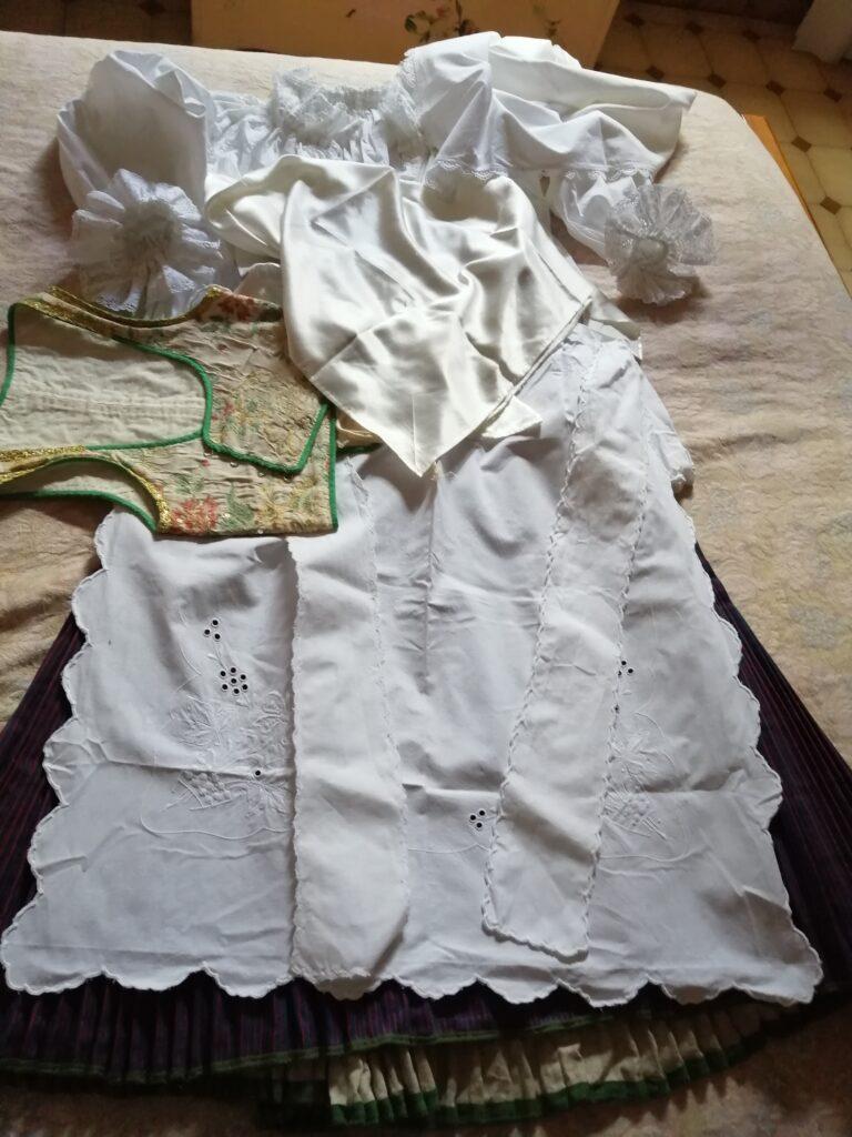 tradizioni Sardegna costume di pula di massaia